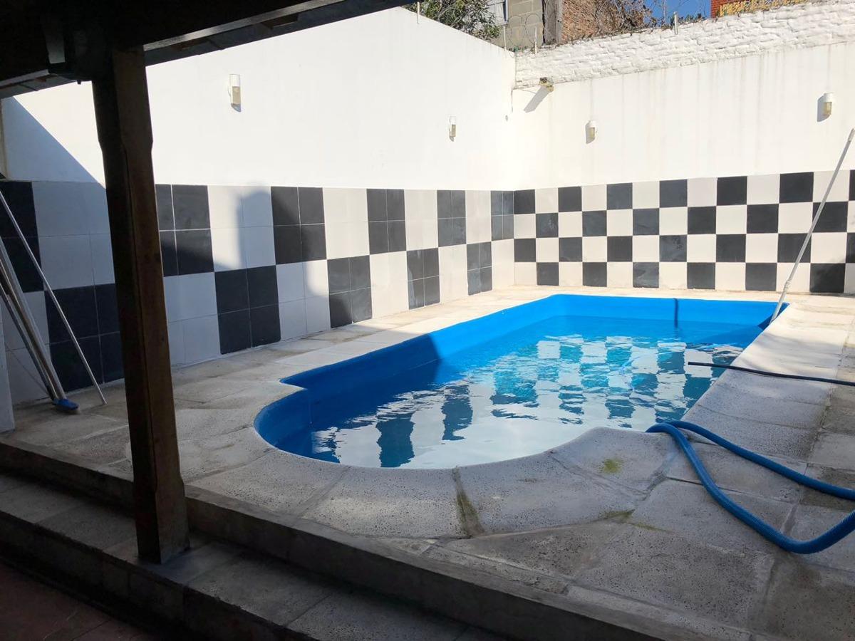 excelente chalet en san justo centro - 340 m2 cubiertos