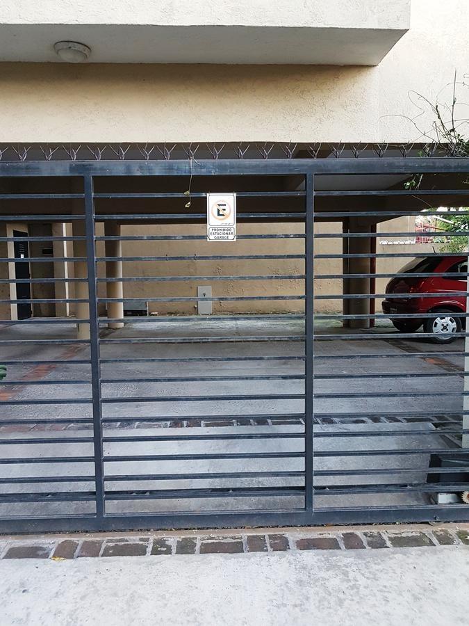 excelente cochera cubierta con portón automático. a 4 cuadras de av centenario.