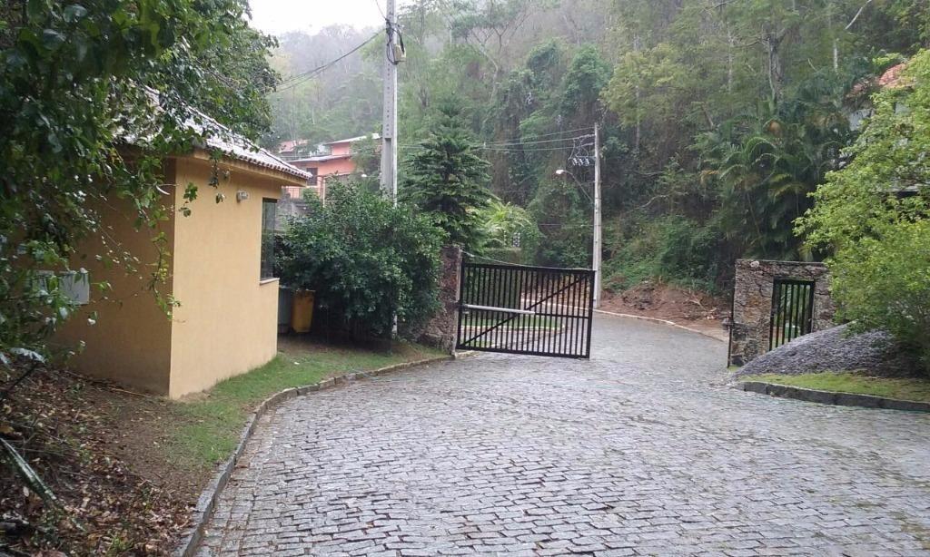 excelente condomínio, bairro nobre de niterói, na vila progresso, lotes de 1.000m² ,à 1.200 metros da principal - te0055
