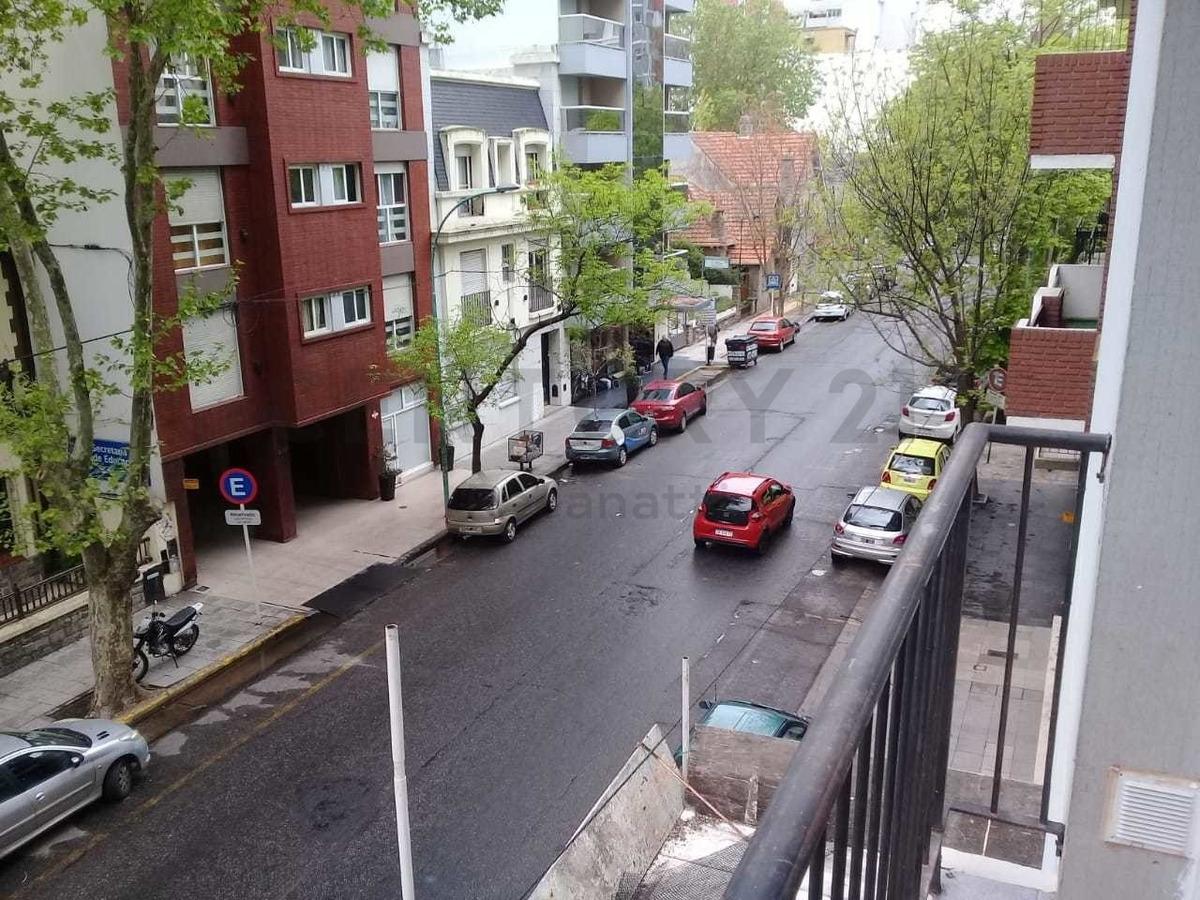 excelente departamento 2 ambientes a la calle reciclado plaza colon