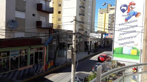 excelente departamento 2 ambientes con balcón sobre chiozza
