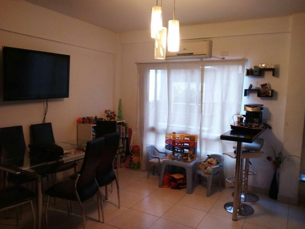 excelente departamento 2 ambientes con cochera.