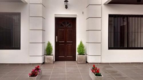 excelente departamento 2 ambientes en venta con patio.