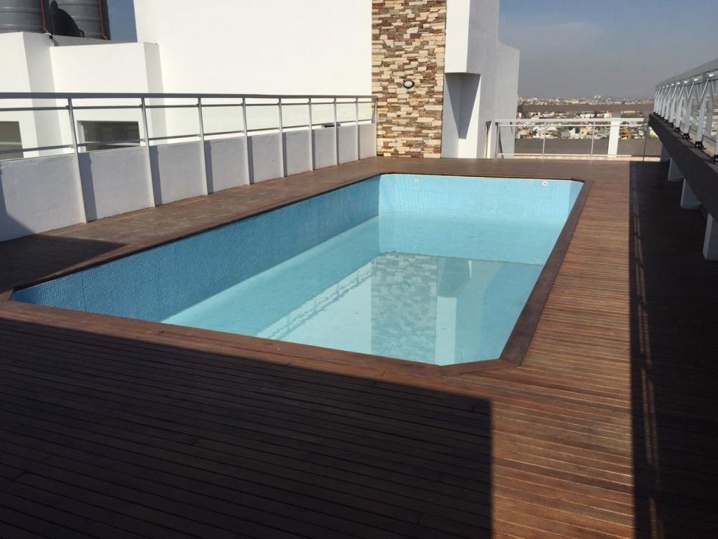 excelente departamento 3 ambientes con patio y cochera.