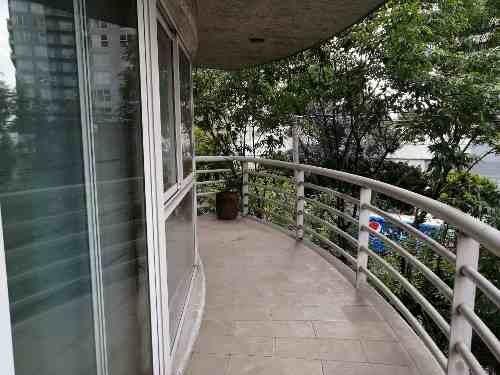 excelente departamento con balcón