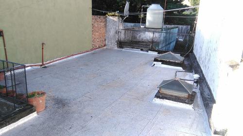 excelente departamento de 2 ambientes con patio y terraza