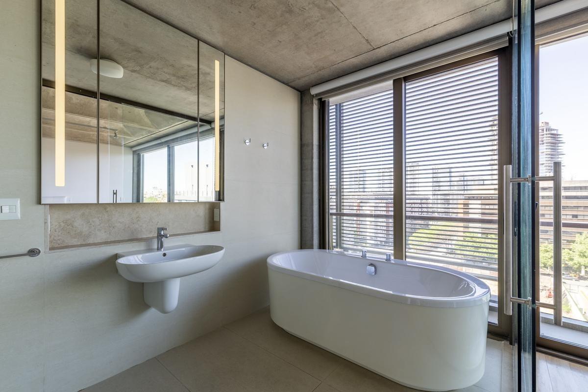 excelente departamento de 3 ambientes con cochera y amenities en  aleph residences  puerto madero
