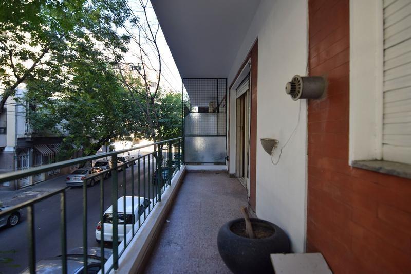 excelente departamento de 3 ambientes - frente - balcon - dependencia - comedor diario