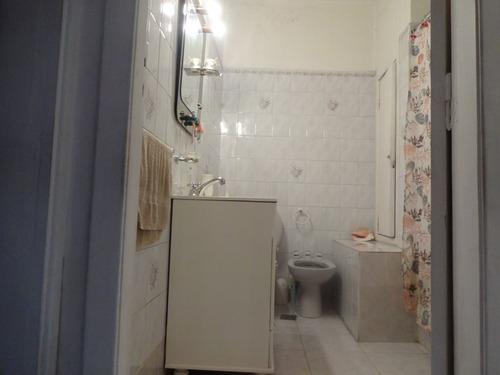 excelente departamento de 3 ambientes muy amplio con patio propio en 1er piso!! caseros f: 7506