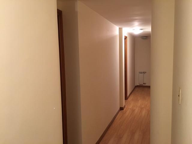 excelente departamento de tres dormitorios, dependencia y cochera en alquiler