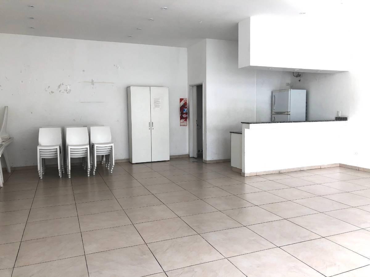 excelente departamento duplex 4 amb - almagro  piscina. sum. parrilla. jardín. solarium. 100 m²