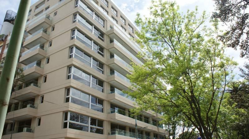 excelente departamento en edificio de categoría - 3 ambientes - cochera opcional