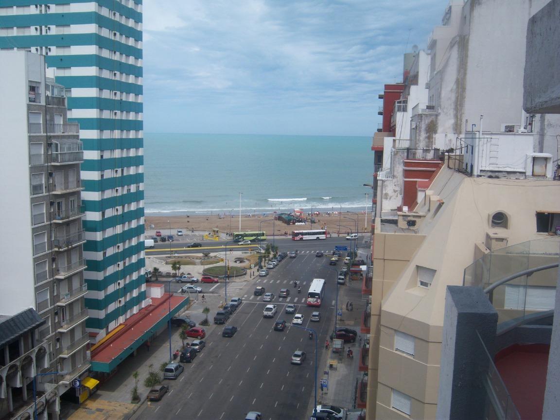 excelente departamento en el centro vista al mar c/ cochera