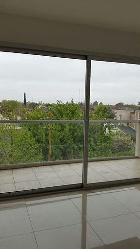 excelente departamento monoambiente con balcón al frente