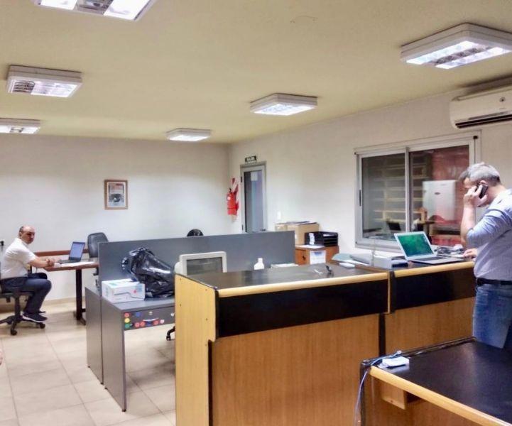 excelente depósito de 915m2 con oficinas en tigre