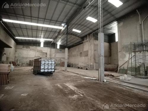 excelente depósito galpón 1600 m2.  p. chacabuco c/ frente 31 m.