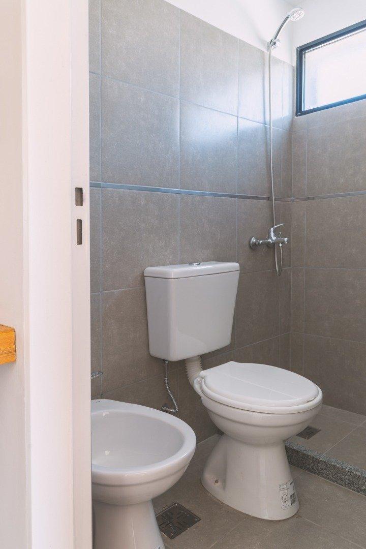 excelente depto 2 dormitorios - excelente ubicacion cercano a alto rosario y universidades