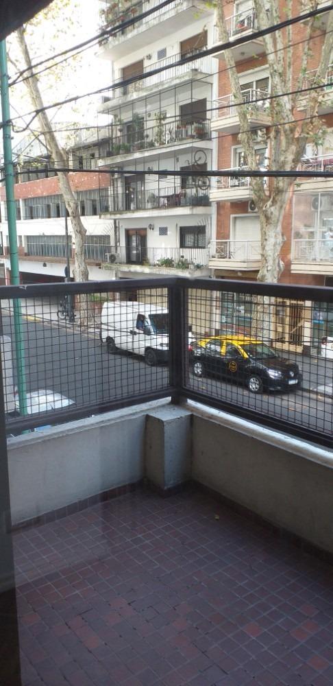 excelente dpto. de 2 ambientes al frente con balcón.