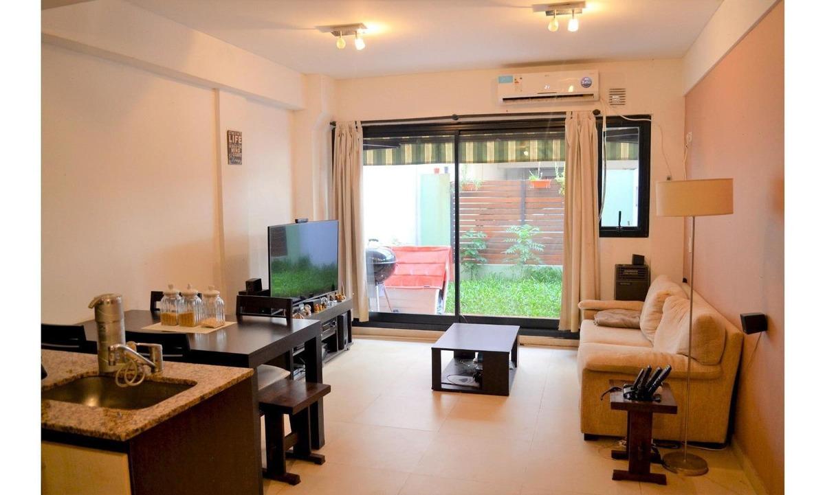 excelente duplex de 3 ambientes con patio con verde todo luz