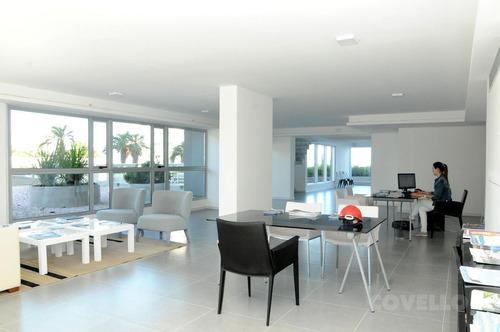 excelente duplex en pisos 26 y 27 en playa brava de punta del este.
