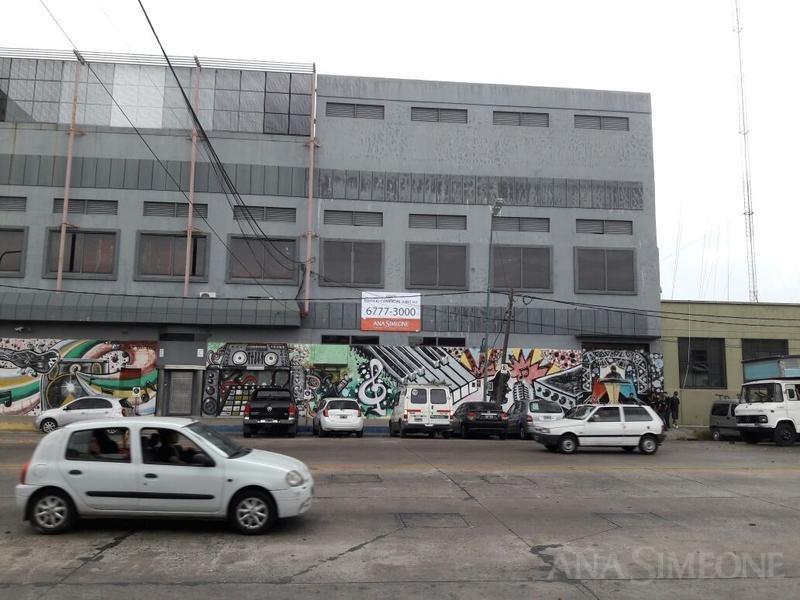 excelente edificio comercial sobre av.  bme. mitre, florida