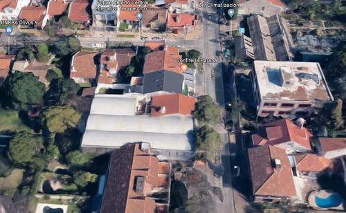 excelente edificio comercial sobre paraná, entre flemming y panamericana.