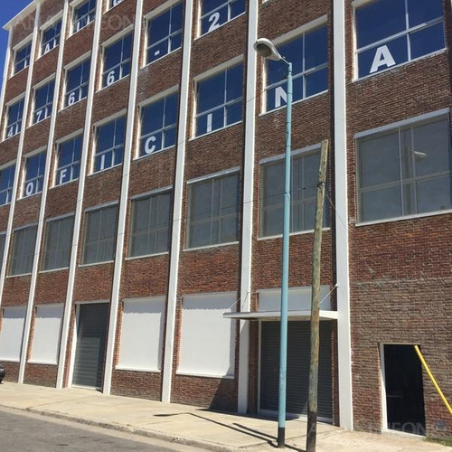 excelente edificio de oficinas en block.