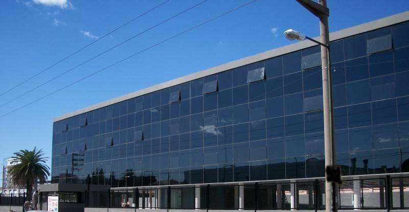 excelente edificio de oficinas. muy buena imagen corporativa.