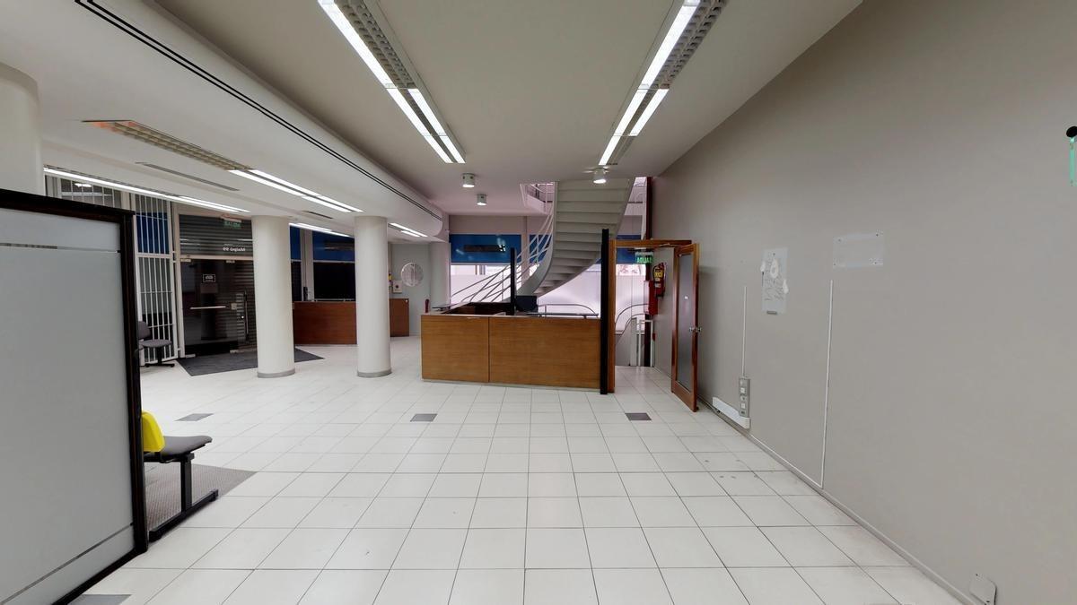 excelente esquina en microcentro - local   oficinas