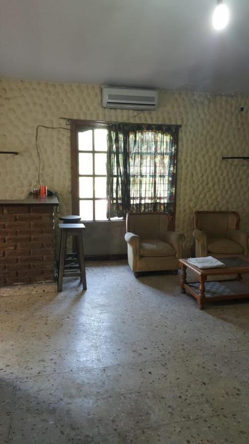 excelente establecimiento de 200 m2 cubiertos s/ 3500 m2 .