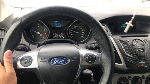 excelente focus hatchback