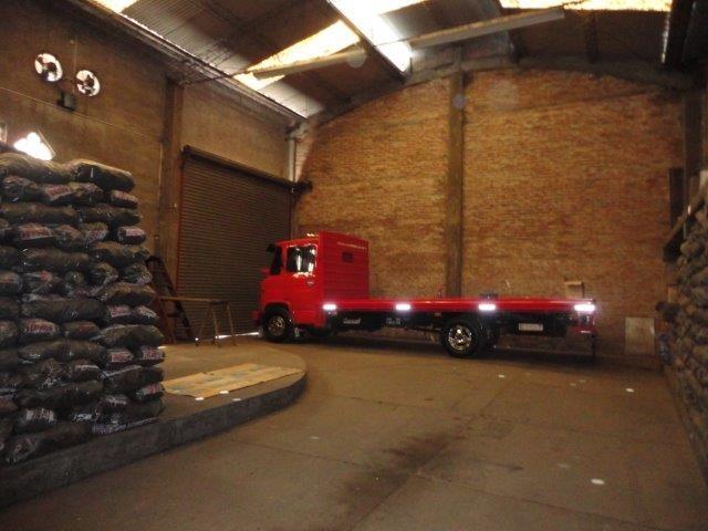 excelente galpon de 225 m² - sobre avenida - frente a planta