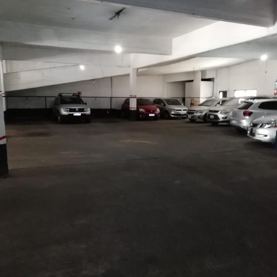 excelente garage 1563 m2