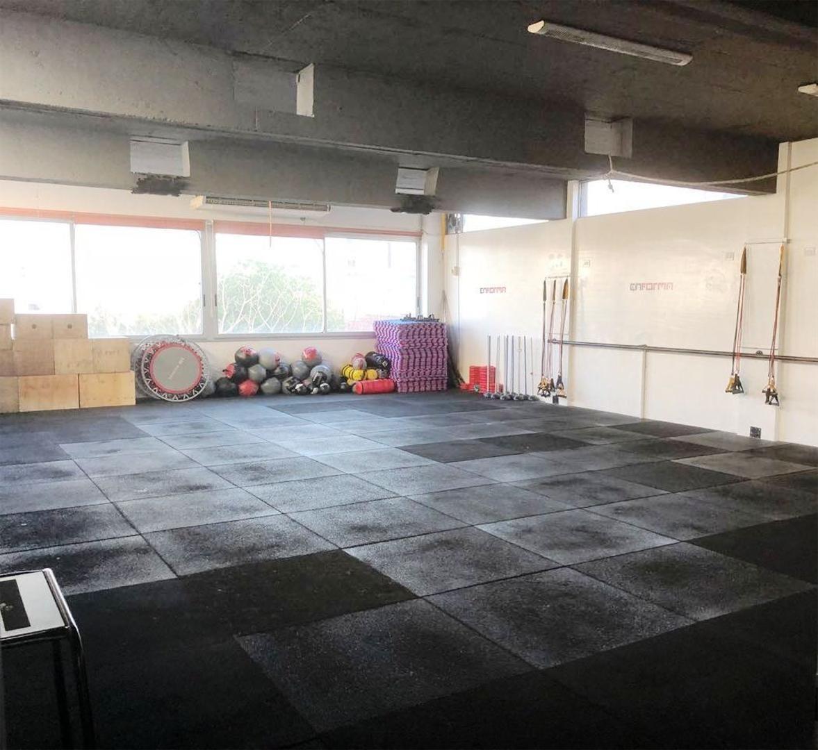 excelente gym  de 4 pisos en ballester centro.