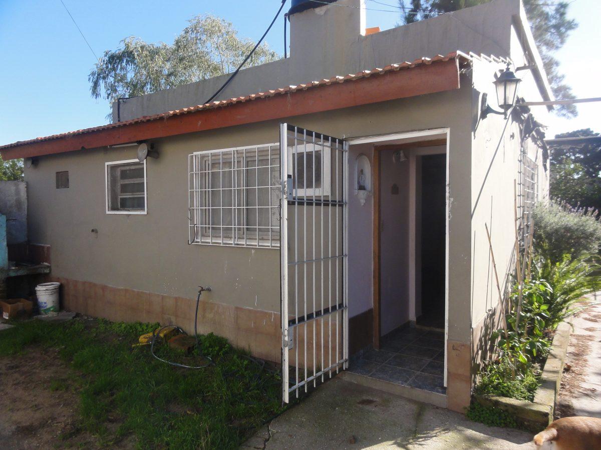 excelente inversion 2 casas en block santa teresita