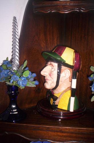 excelente  jarra royal doulton el jockey large