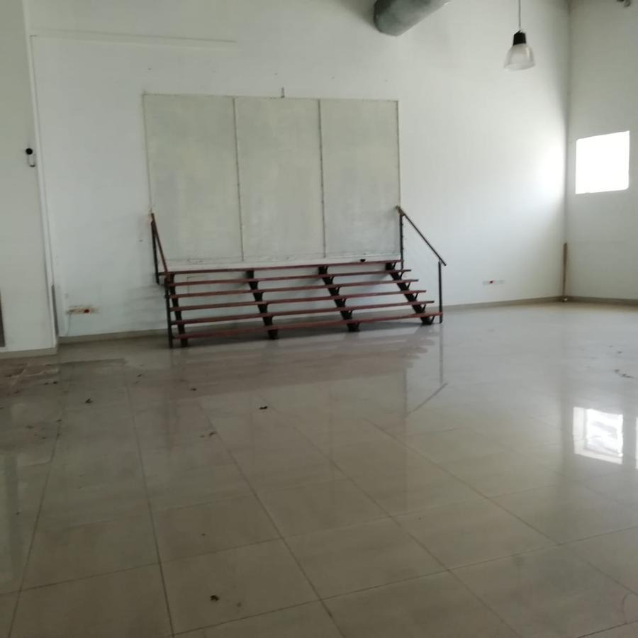 excelente local 27 x 17 mts. 750 m2