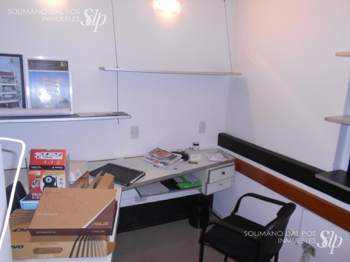 excelente local a metros de estación de tren martinez bajo - ideal oficinas