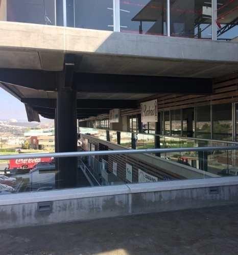 excelente local, área comercial de cumbres del lago, área 135,02 m2 con terraza