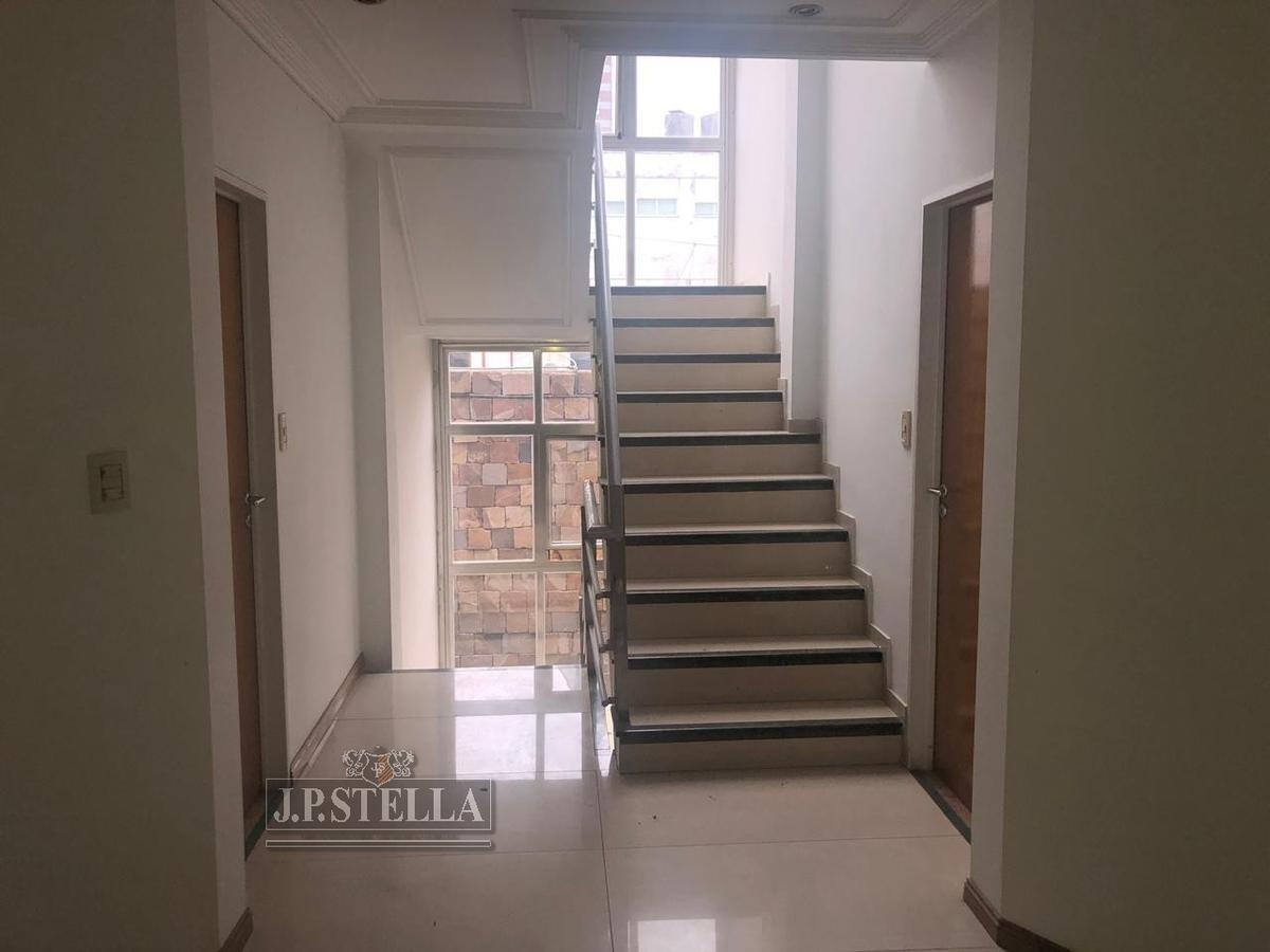 excelente local comercial 450 m² cubiertos - con renta - ideal inversores - s.justo (ctro)
