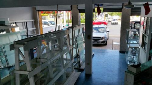 excelente local comercial en avenida fidel velazquez