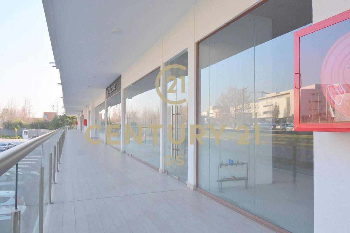 excelente local comercial en strip center plazasis, san c...