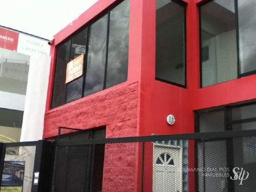 excelente local de 171 mts cub mas terraza libre de 70 mts en villa adelina