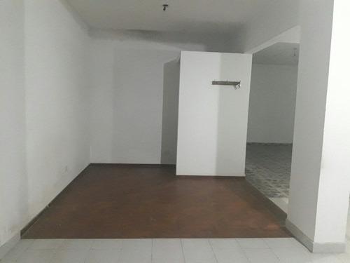 excelente local de 60 m²  sobre avenida valette