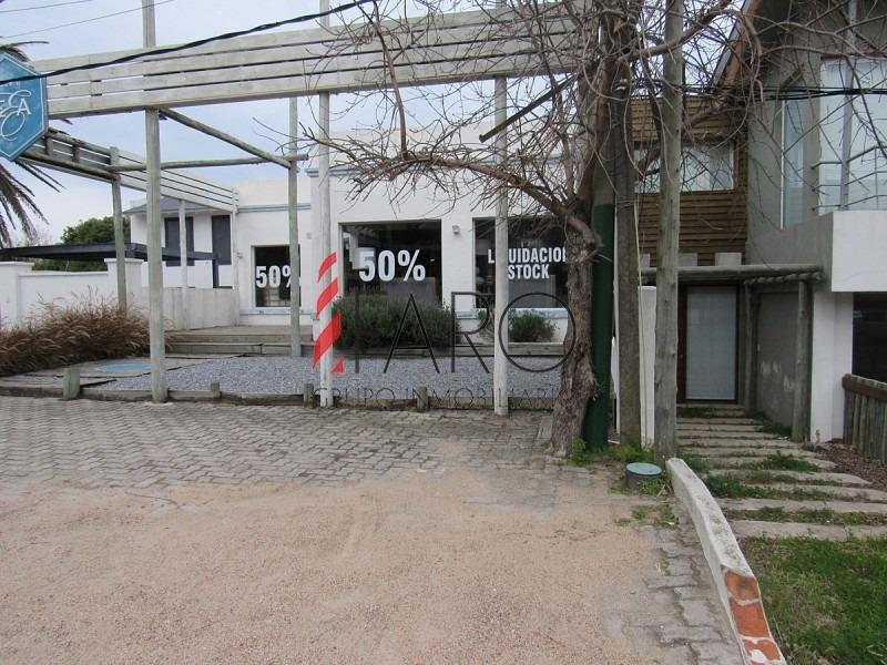 excelente local en la barra 240 m2 con terraza-ref:36267