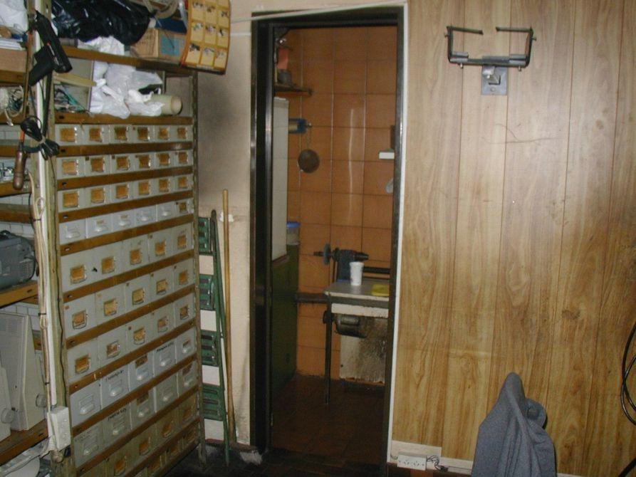 excelente local en las lomitas con baño y cocina de 30 m2