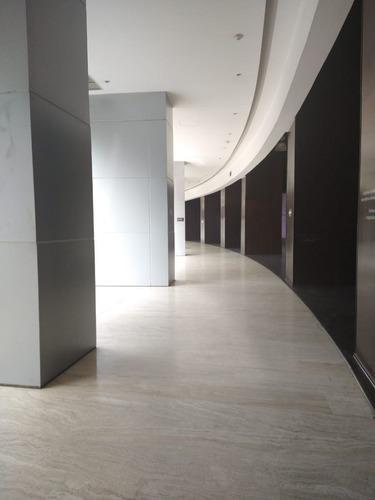 excelente local en renta de 59 m2 en plaza victoria