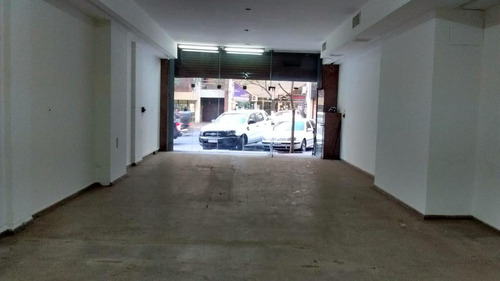 excelente local sobre chacabuco al 300 - 122 m2.-