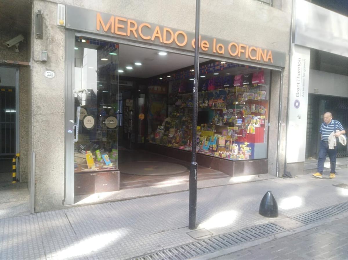 excelente local zona bancaria. 500 m2. reconquista 300