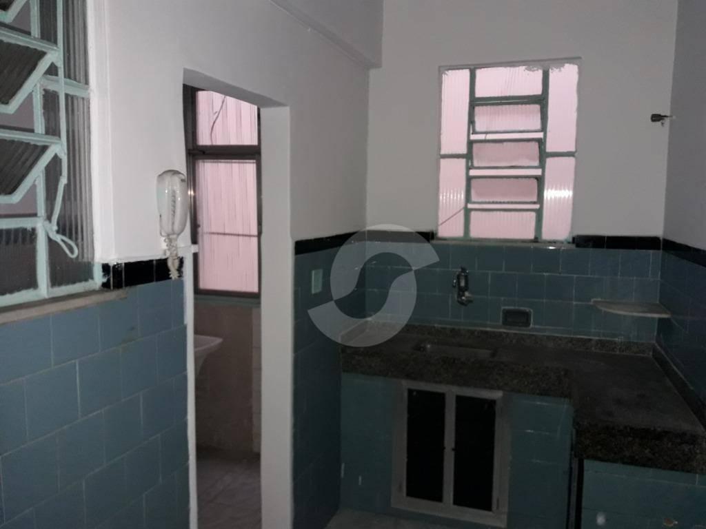 excelente localização, apartamento de quarto e sala, amplo e arejado , com armários no quarto e cozinha - ap6565
